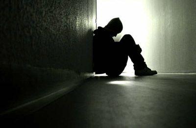adolescente_solo_y_triste_02
